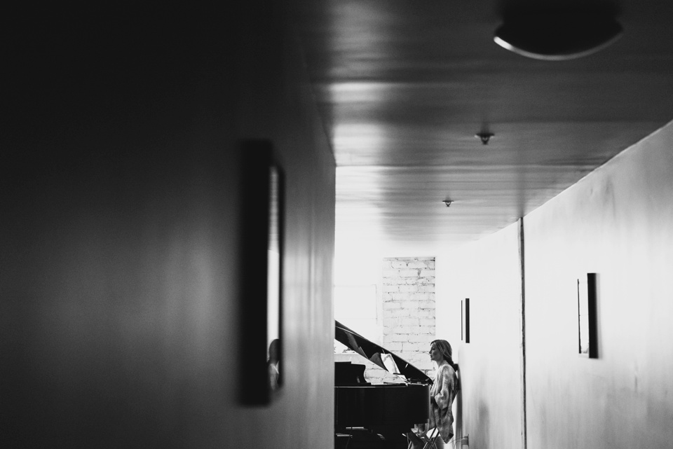maid of honor by piano