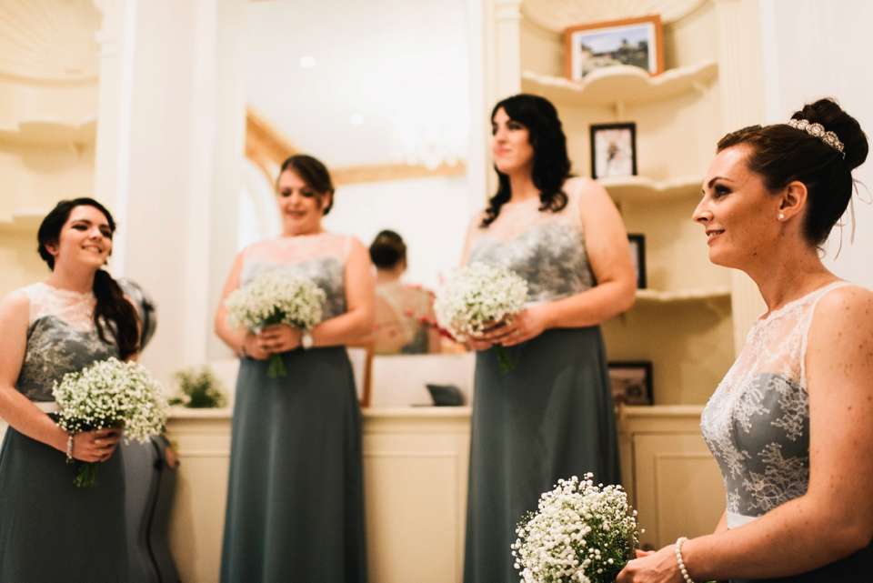 brides waiting before ceremony at northbrook park